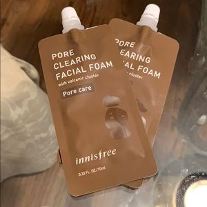 Pore clearing facial foam with volcanic cluster